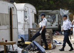 549705_french-police-inspect-an-illegal-roma-camp-in-aix-en-provence.jpg